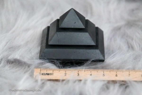 SCHUNGIT PYRAMIDE abgestuft und poliert in 5 cm