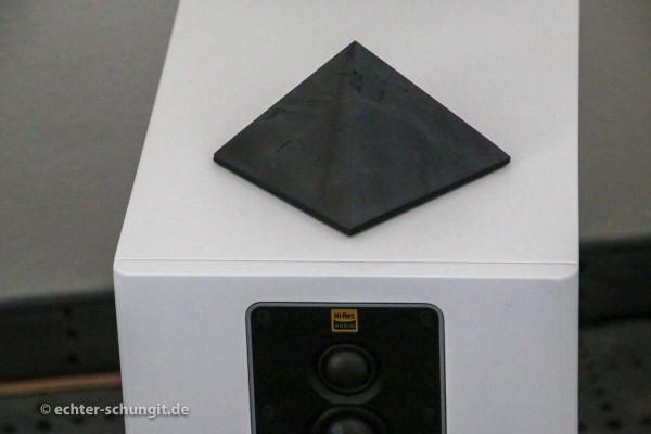 SCHUNGIT PYRAMIDE poliert 10 cm - bis 100 m²