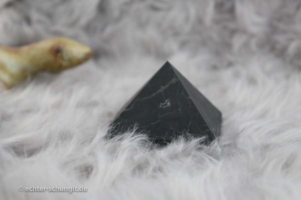 Pyramide aus Original Schungit Karelien