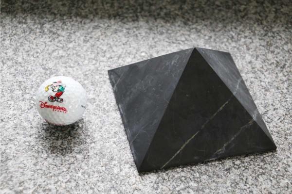 pyramide-12-cm-vergleich-klein
